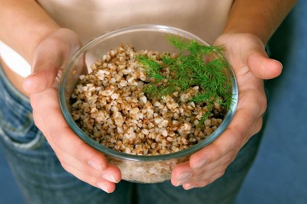 Как народными средствами убрать растяжки на животе
