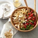 Низкокалорийный обед: паста с курицей, шпинатом и томатами