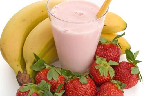 Рецепт смузи с бананом и клубникой