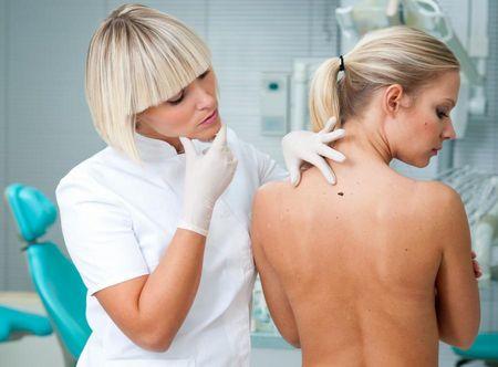 О способах избавления от прыщей на груди