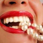 Отбелить зубы в домашних условиях просто