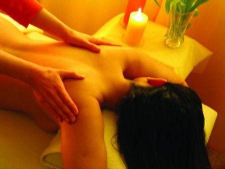 Как делать расслабляющий массаж: техника массажа спины