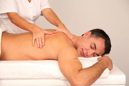 Массаж спины при болях в спине