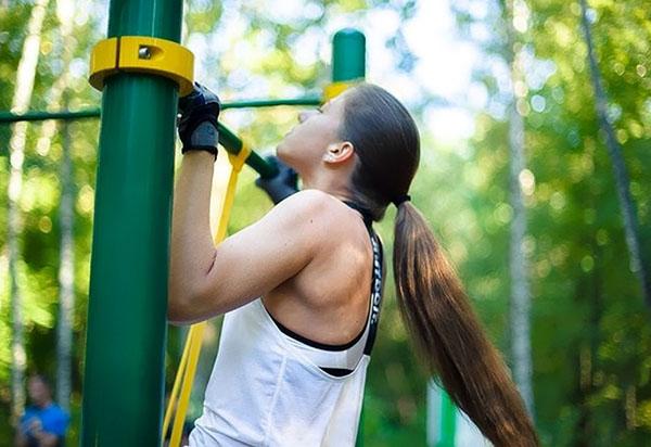 Outdoor-тренировка: как получить прекрасную фигуру с помощью трех упражнений