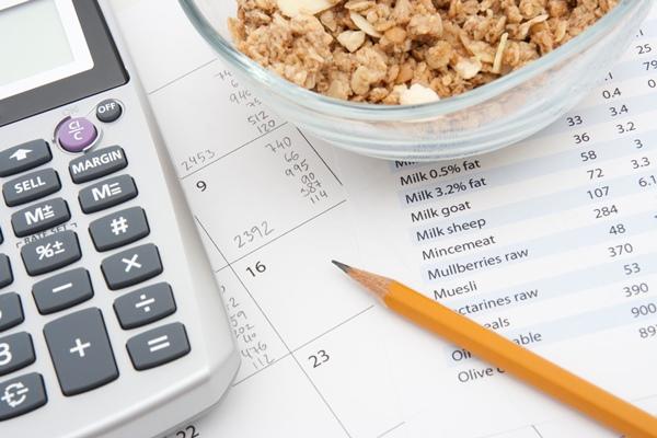 Сколько калорий нужно в день, чтобы похудеть мужчине: формулы.