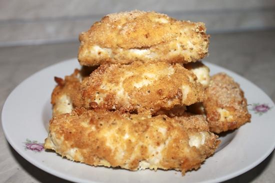 Куриные рулетики с сыром в сухарях