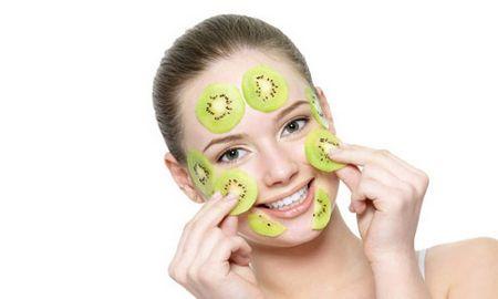 Маска для лица из киви мгновенно очистит и освежит кожу