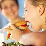 Ожирение у подростка может сказаться на его зарплате в будущем