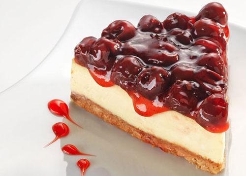 Десерт на 8 марта: чизкейк с вишневым соусом