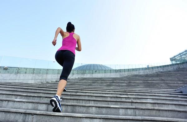 Ходьба по лестнице – простой способ похудеть