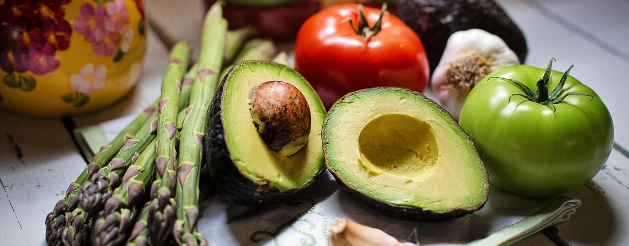Без семги и авокадо: чем заменить дорогие продукты на диете
