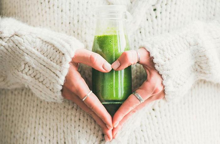 Жиросжигающий напиток из петрушки отлично помогает при похудении