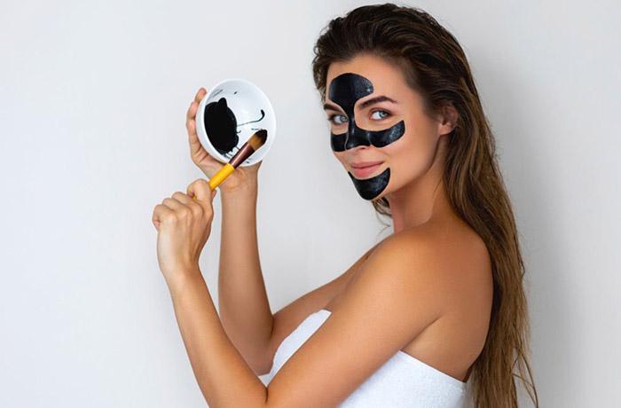 Черная маска для лица