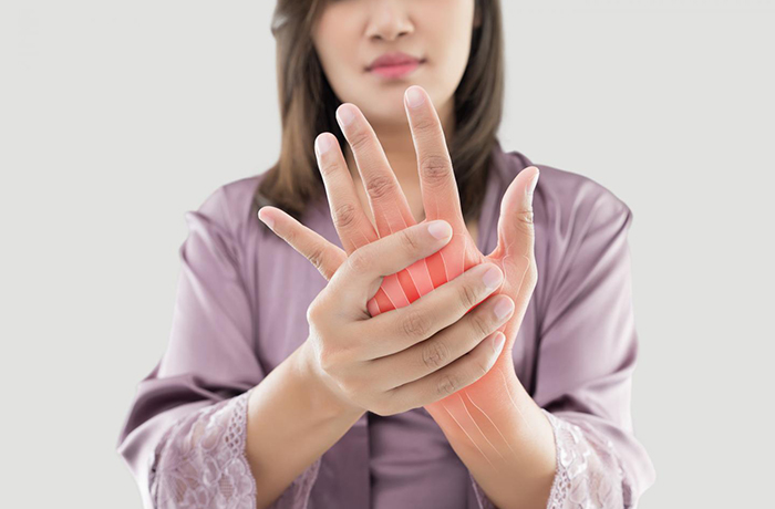 Почему немеют пальцы, руки и ноги: распространенные причины