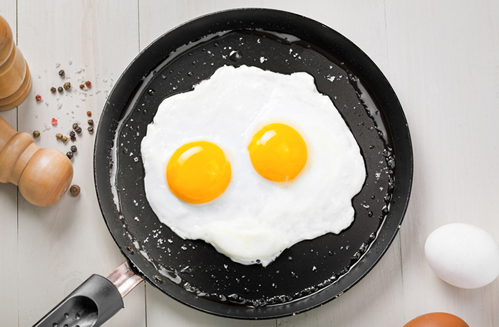 Жареное куриное яйцо