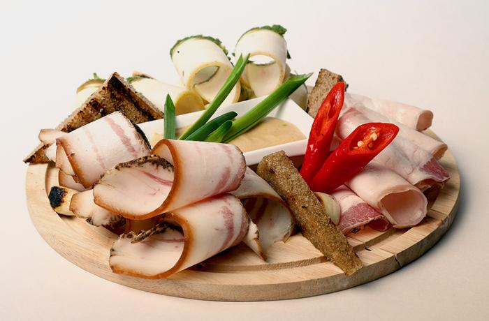 Какова калорийность сала сырого, копченого, соленого, вареного и жареного: состав, таблица и БЖУ на 100 грамм