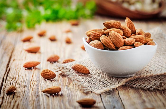 Миндаль: калорийность, состав, польза и вред, БЖУ на 100 грамм и 1 шт