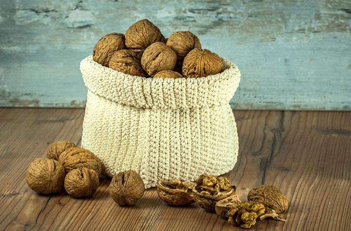 Грецкий орех: калорийность, состав, польза и вред, БЖУ на 100 грамм и 1 шт