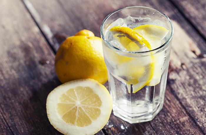 Коктейль с лимоном и красным перцем