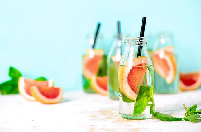 Детокс-вода с грейпфрутом и базиликом