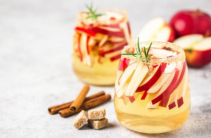 Напиток из яблока и корицы