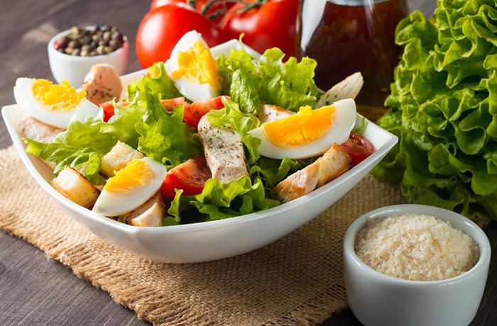Два вкусных салата с яйцом для похудения в весе и в талии